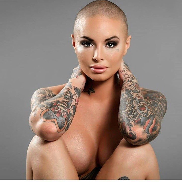 Christy-Mack-boudoir-production